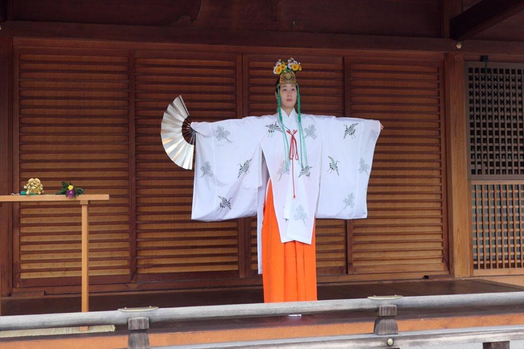 城南宮 菊の巫女神楽